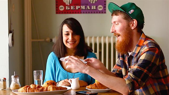 Desayuno en 6 idiomas con dos políglotas (y muchos croissants)