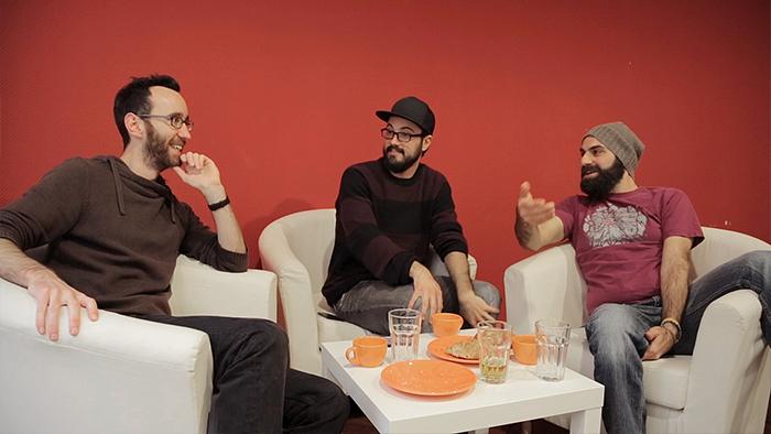 3 caras comuns mostram como aprender francês rápido (em 1 semana)