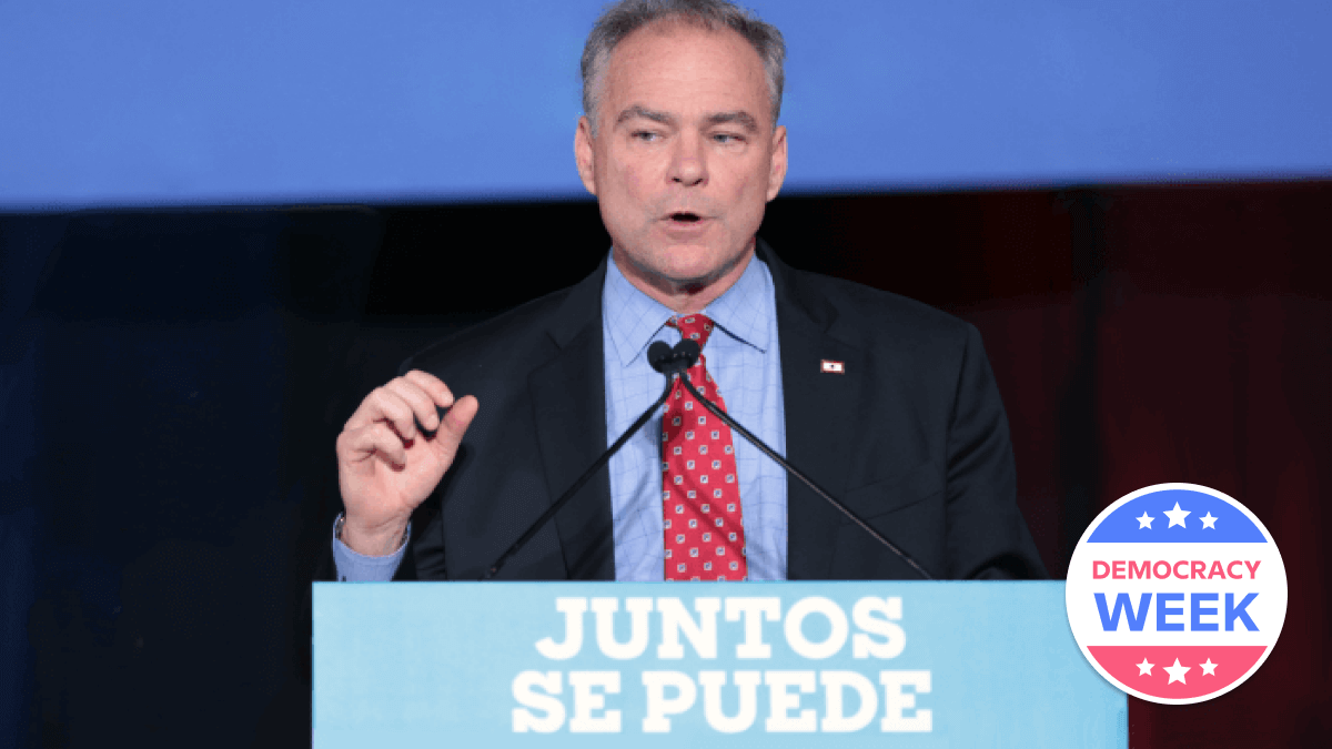One of the bilingual politicians, Tim Kaine, giving a speech