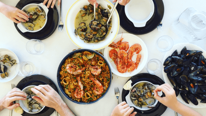 How To Host The Perfect Spanish Dinner Party