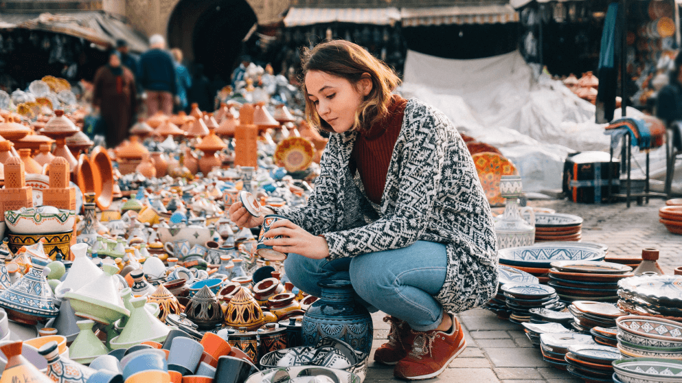 6 Ways Knowing The Language Saves You Money When You Travel