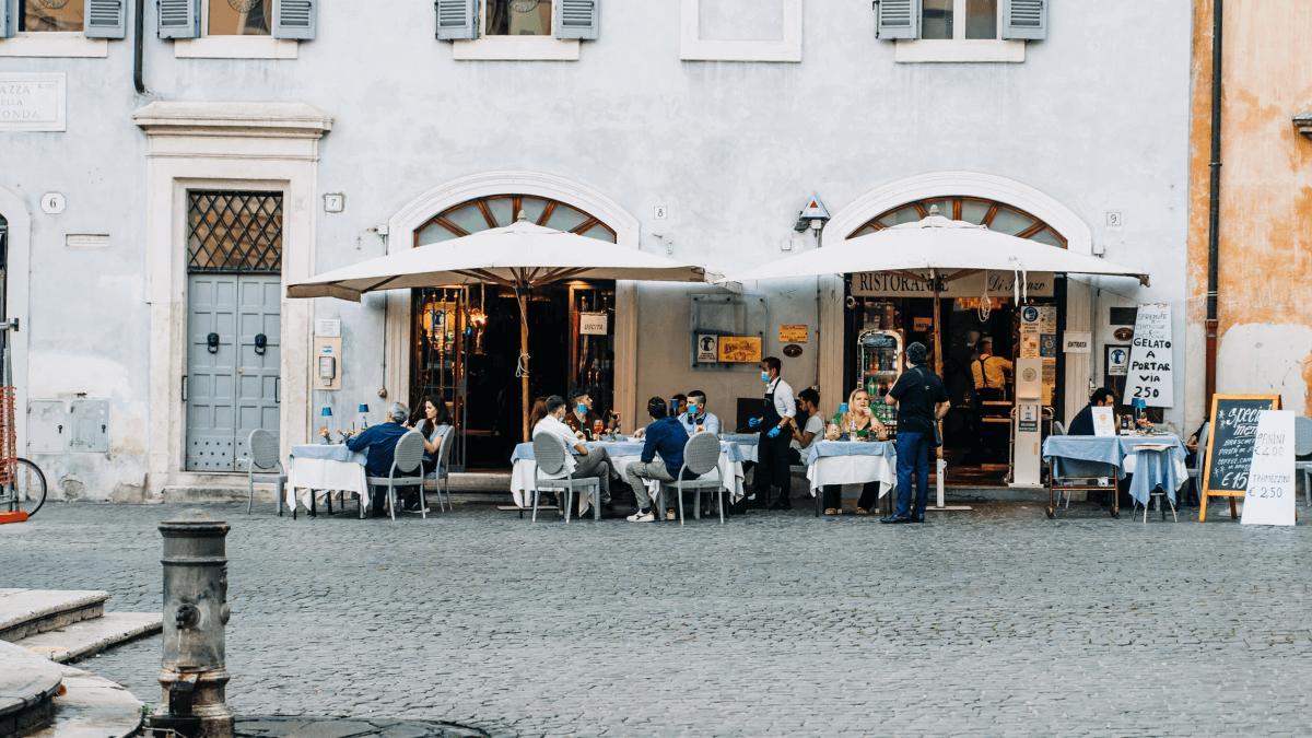 outdoor tables at a ristorante in italy italian prepositions